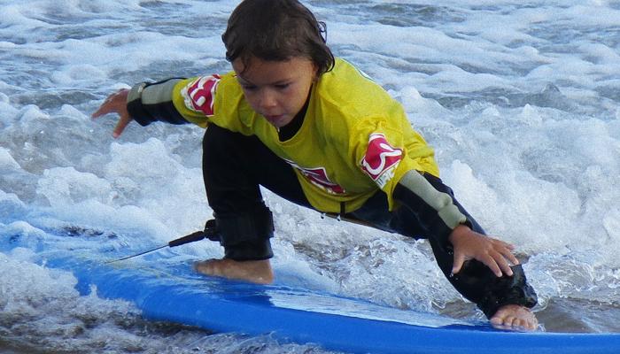 cursos-de-surf-menores-cantabria-watsay