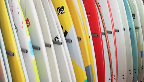 escuela-de-surf-alquiler-material