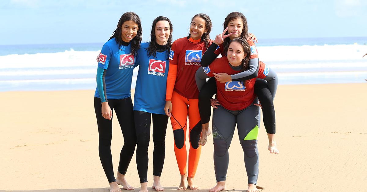 Surf para niños playa de berria cantabria