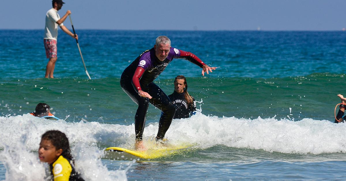 Iniciarse en el surf a una edad avanzada es posible