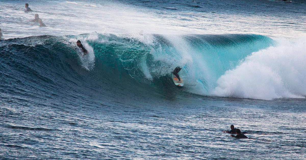 respeta-a-los-locales cuando surfeas