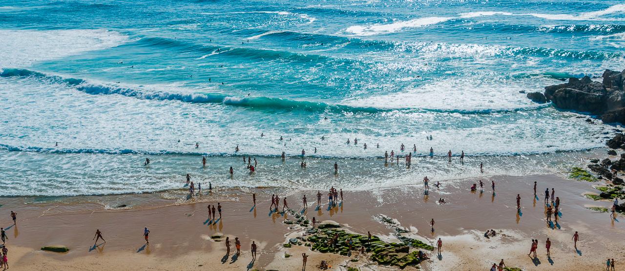 Hacer surf en Playa de los Locos