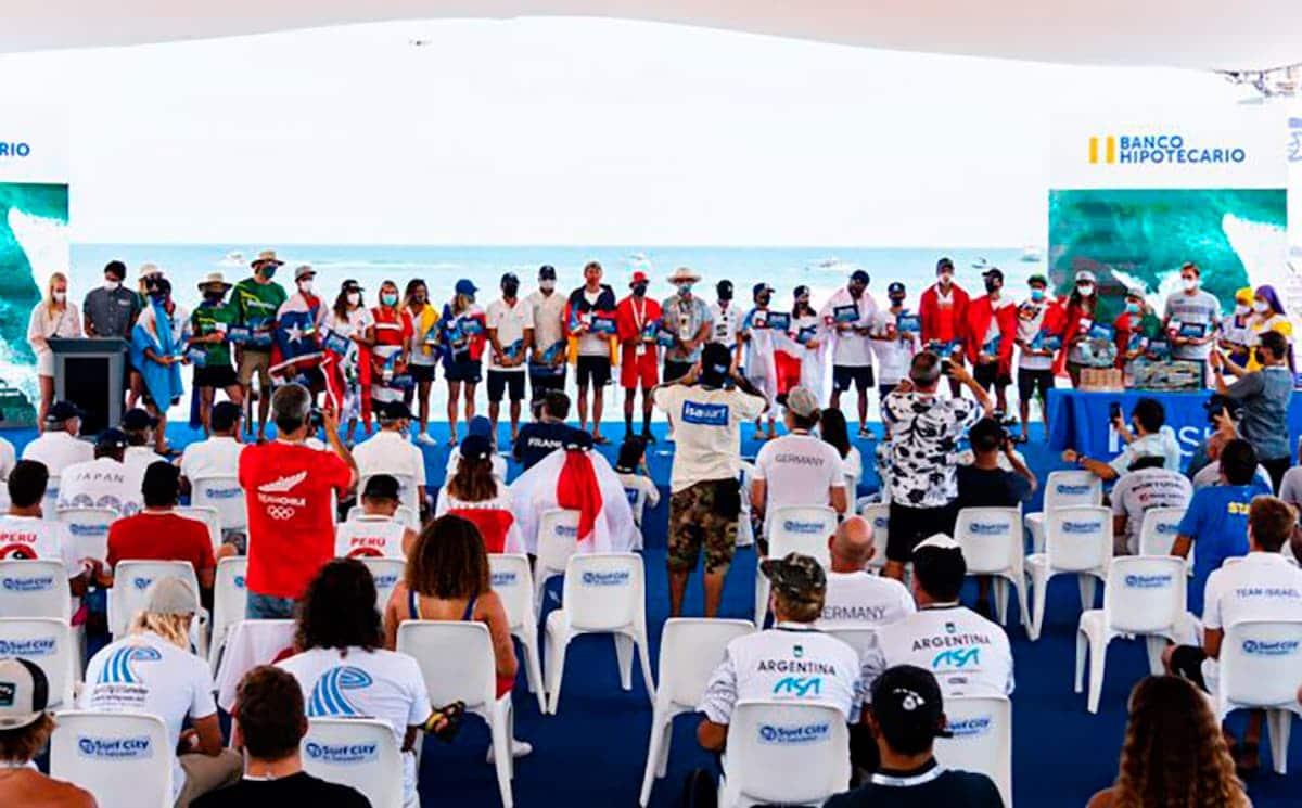 listado de competidores de surf juegos olímpicos
