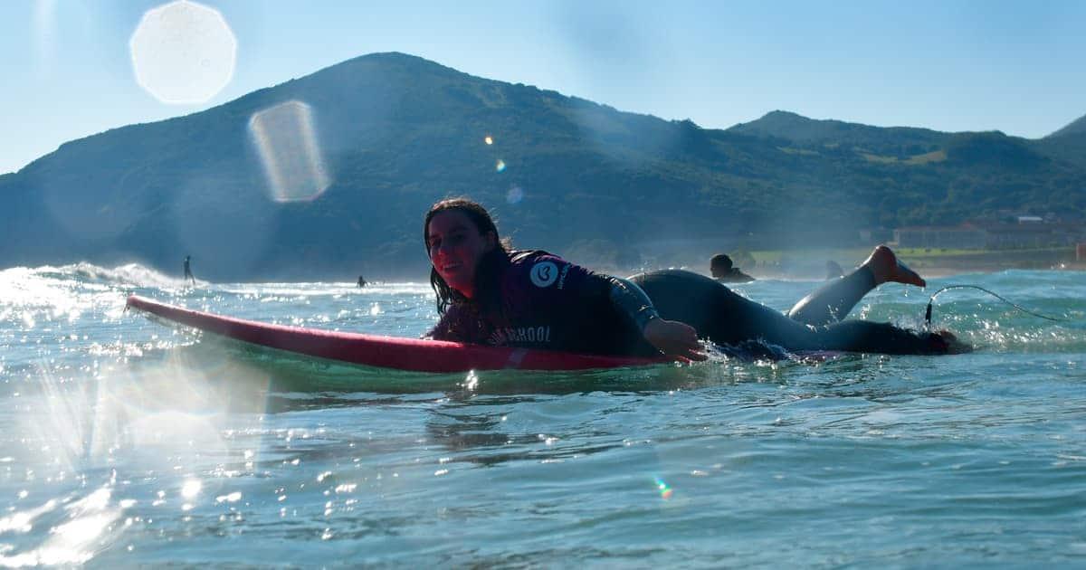Técnicas fundamentales del surf: La remada